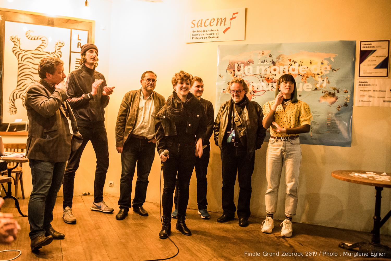 Alysce, lauréate du Grand Zebrock 2019 et le jury. Crédit photo : Marylène Eytier @aubondeclic