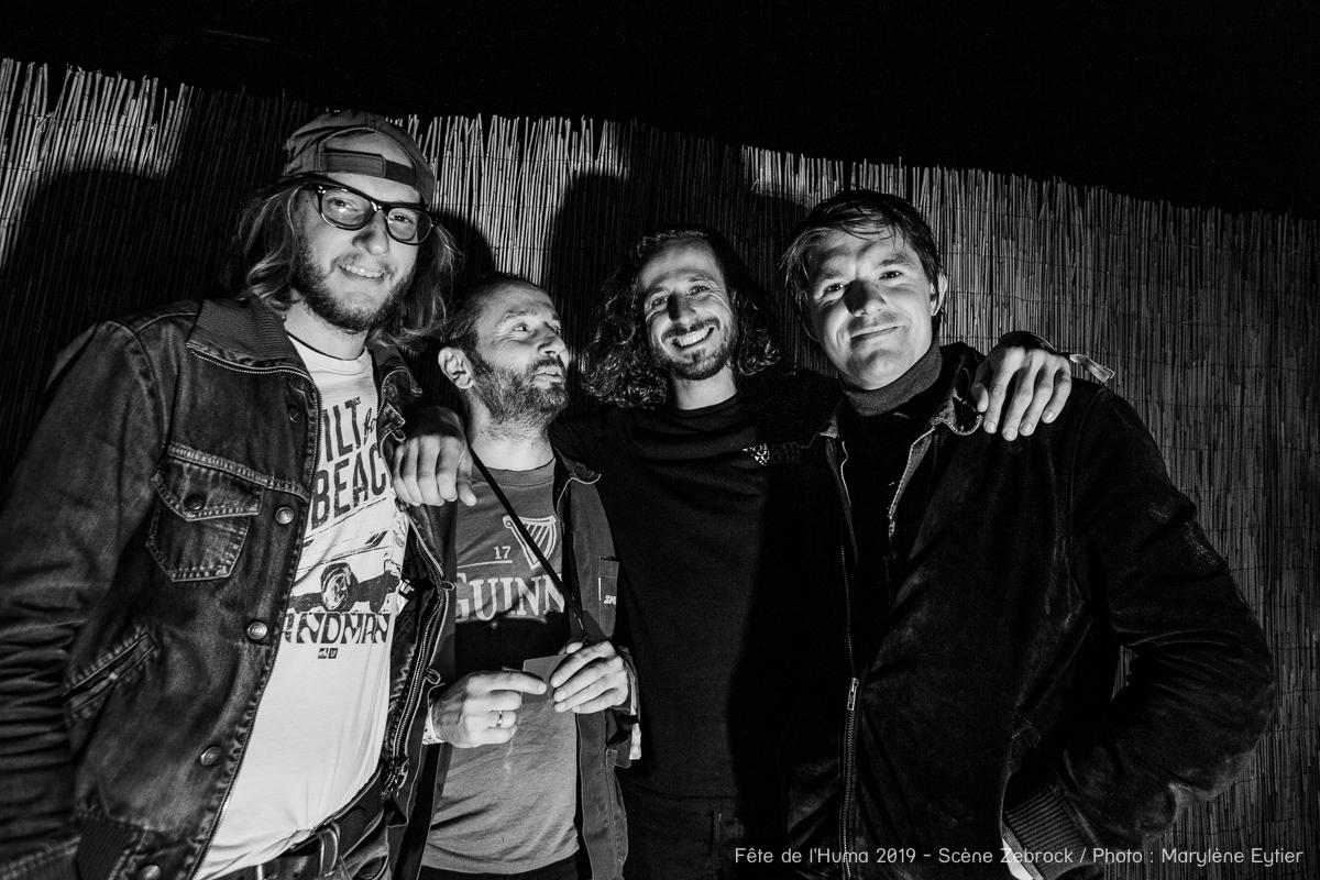 Niki Demiller et les musiciens qui l'accompagnent dans son projet immortalisés en backstage.