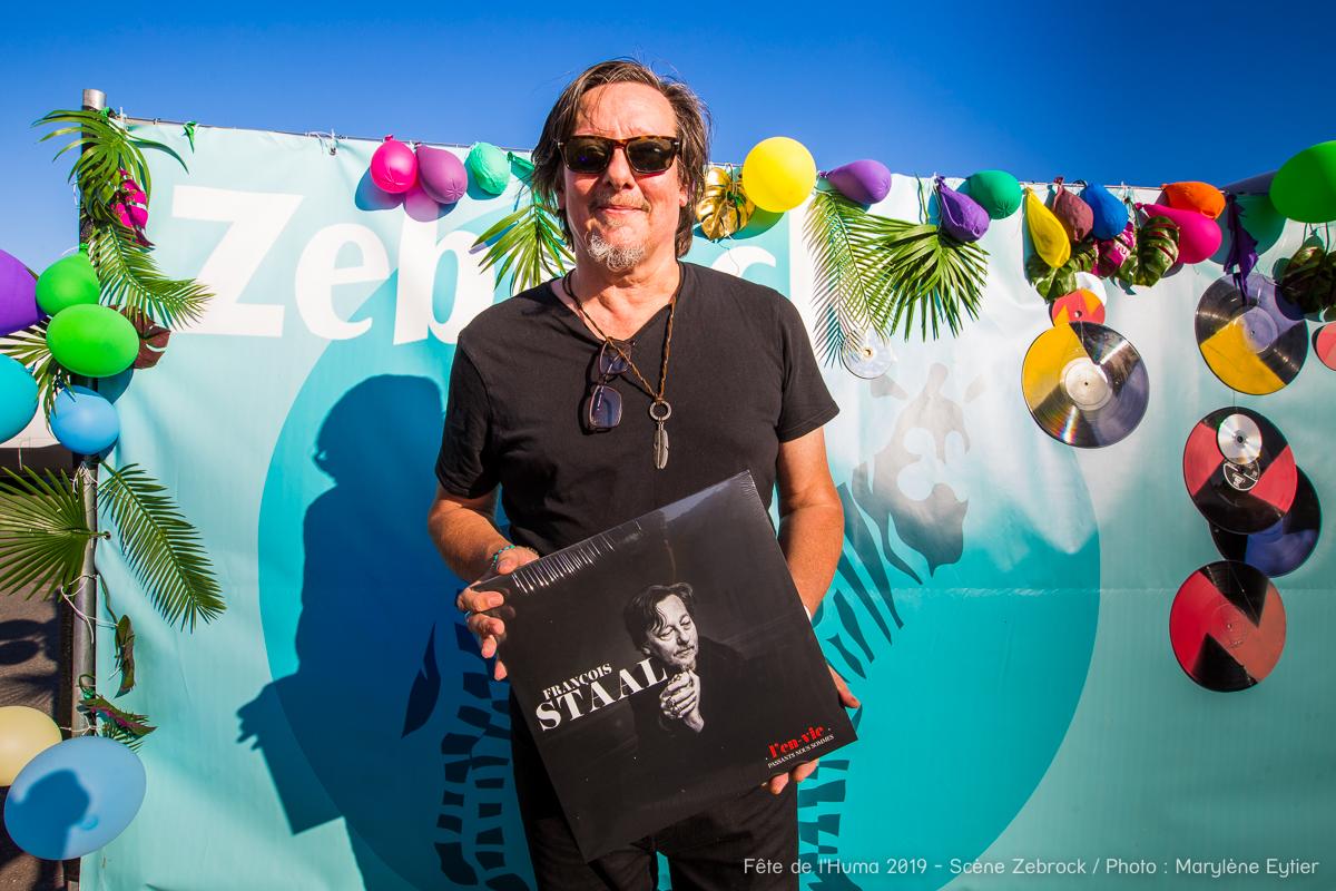 """François Staal était en dédicace de son nouvel album """"L'en-vie"""", le sixième, au Stand Zebrock."""