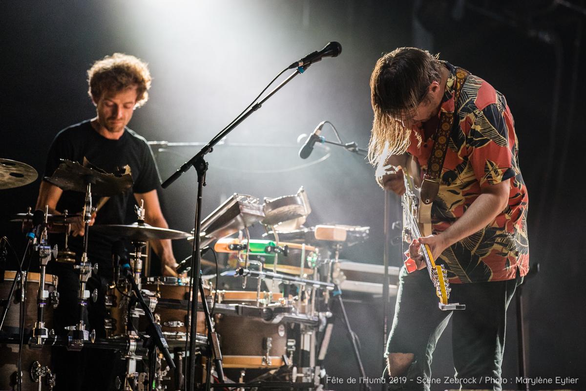 Le batteur et le guitariste de Miossec.